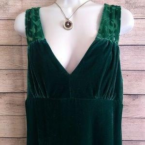 Gorgeous emerald velvet cocktail dress